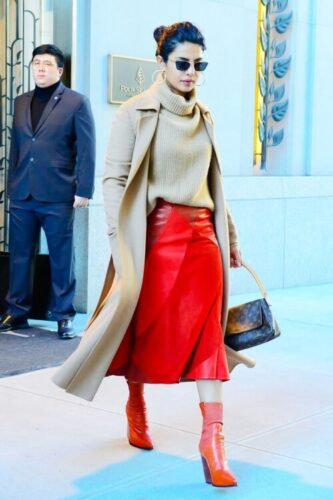 red leather skirt style